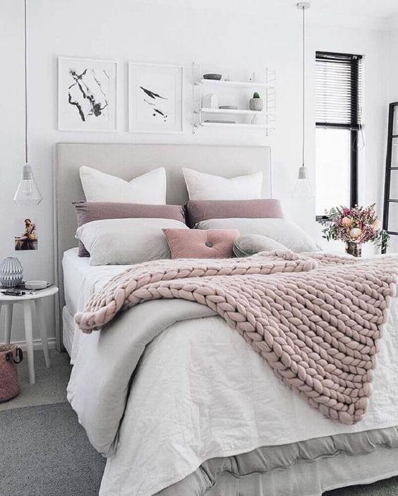 decoração moderna para quarto com cabeceira estofada cinza e maxi tricô Foto Pinterest
