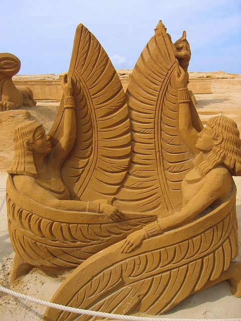 Sand sculpture : Two winged women