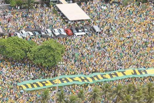 Protestos contra o governo reúnem milhões de brasileiros em 505 cidades http://goo.gl/545Qc7