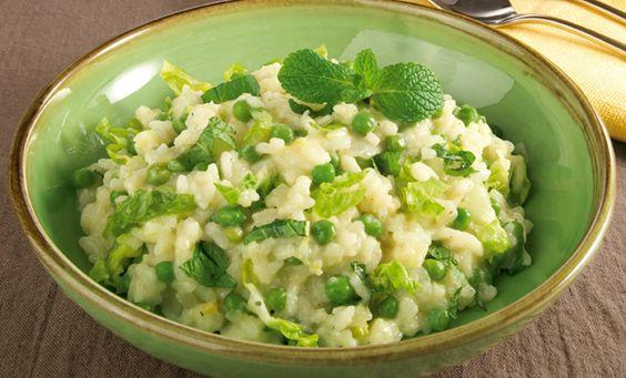 Erbsen-Risotto mit Minze und Salat