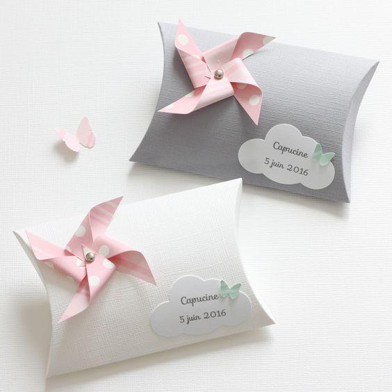 Boîte à dragées moulin à vent et nuage, coloris gris, blanc, rose et vert d'eau