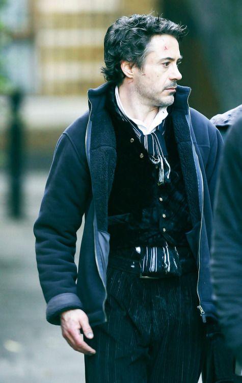 "RDJ on location for ""Sherlock Holmes"""