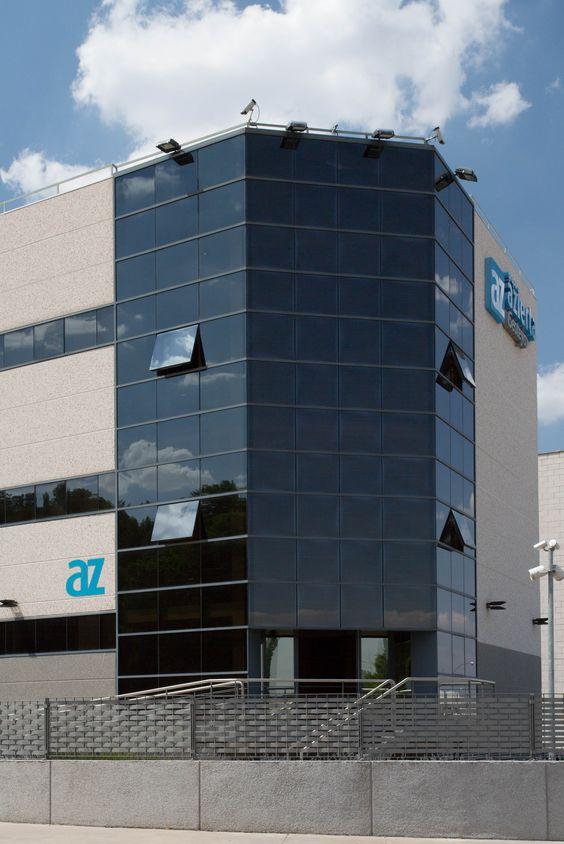 GRUPO AZIERTA: Empresa dedicada a la prestación de servicios integrales de ingeniería. Edificio de oficinas de 1.800 m2 en la Localidad de Getafe, construida en el año 2003. www.tekton.es/