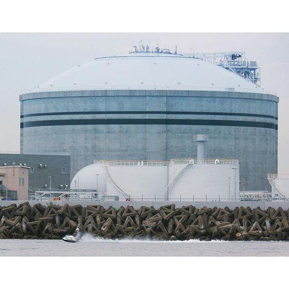 【chan7channel】さんのInstagramをピンしています。 《今日のタンク前写真(・ω・)ノ タンクと一緒に撮りたかったんだ  #海  #jetski #sea  #海カメラ #ジェットスキー #カメラ好き #X2 #X-2 #ペケツー #kawasaki #テトラ #テトラポット》
