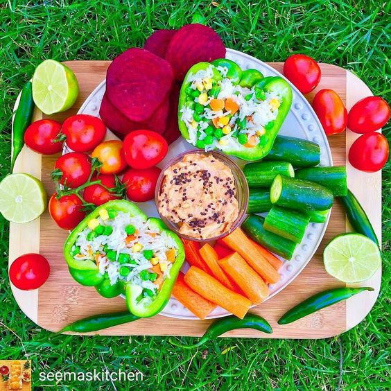 Via @seemaskitchen -  Good afternoon happy Tuesday! Enjoying these simple lunch with mixed vegetables rice stuffed bell peppers and some salad and hummus on the side  A perfect lunch because they are healthy and super easy to prepare  I hope you all have an amazing week  Xoxo  #food #myfood #vegan #veganfood #whatveganseat #vegansofig #plantbased #bbg #bestofvegan #glowlean #beautifulcuisines #Kaylaitsines #Healthy #Fitness #workout #feedfeed @thefeedfeed #eatclean #Huffposttaste…