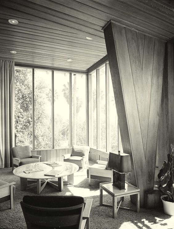 Beverly Hills Hotel; Polo Lounge or Rodeo Room - photo; Julius Shulman