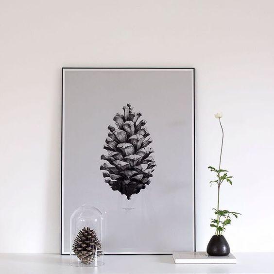 Die Gewinnerin eines Posters von @papercollective steht fest: es ist @linanluni! Herzlichen Glückwunsch!  Bitte melde dich per Mail bei mir (heimatbaum.design@gmail.com) und teile mir deine Adresse mit.  Vielen Dank an alle, die mitgemacht haben! Leider kann halt nur einer gewinnen, aber es gibt hier bestimmt bald wieder ein Giveaway! 1:1 Pine Cone (Grey) by Form Us With Love https://paper-collective.com/product/nature-11-pine-cone-grey/ #papercollectivegiveaway #giveaway #winner