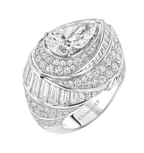 Collection Joséphine de Chaumet http://www.vogue.fr/joaillerie/a-voir/diaporama/16-bijoux-des-collections-haute-joaillerie-juillet-2015-de-la-place-vendme/21484#collection-josephine-de-chaumet bague en diamants taille poure carats