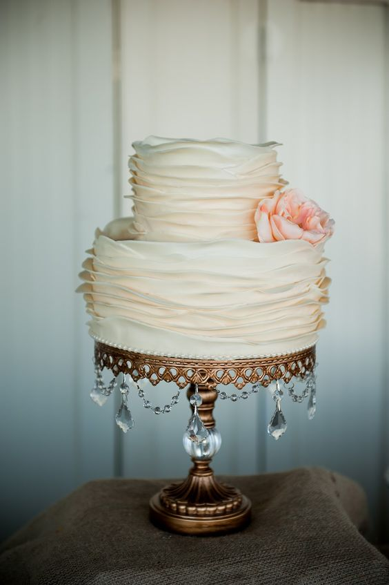 wedding cakes with jewels wedding cake the jewels hanging from the stand 26047