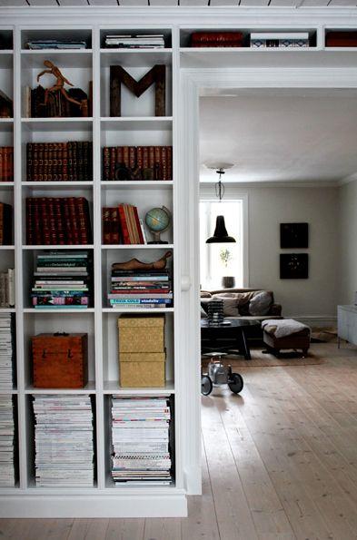 Platsbyggd bokhylla förvaring hylla Pinterest Studios and Mars