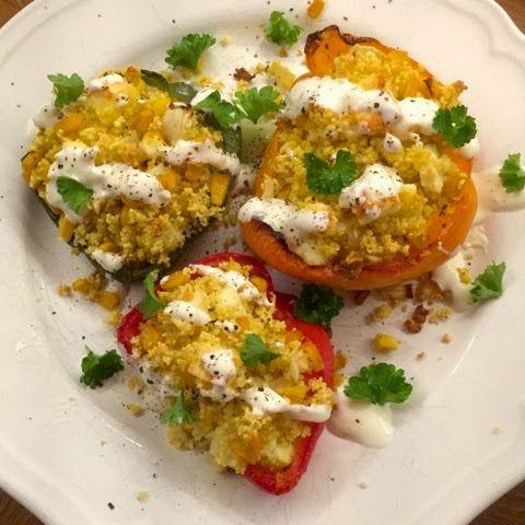 olles *Himmelsglitzerdings*: Gefüllte Paprika mit Couscous und Feta überbacken.