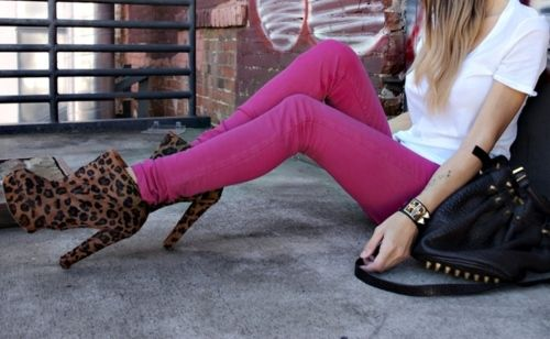 Hot pink skinny jeans with cheetah heels.