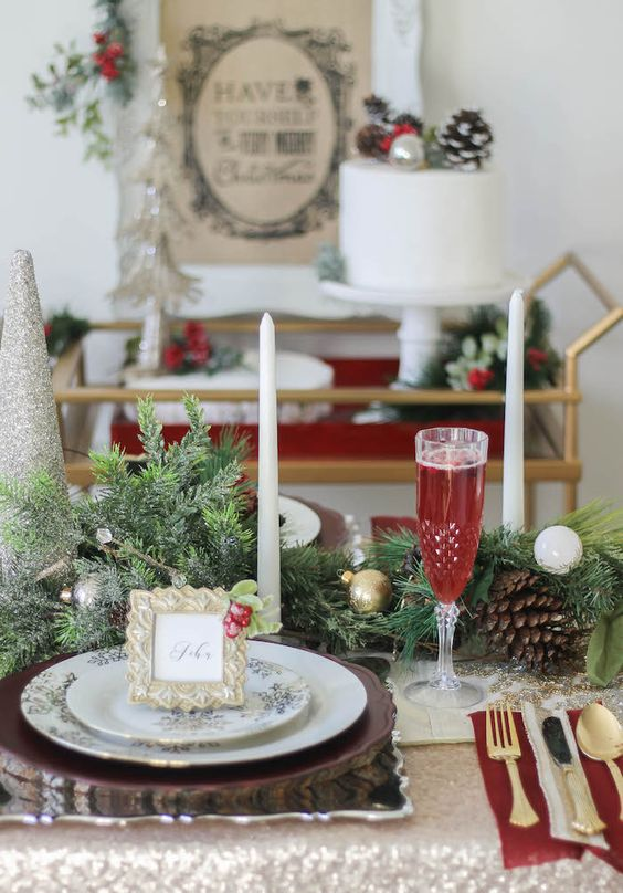 Holiday christmas place setting from a holly ivy Christmas place setting ideas