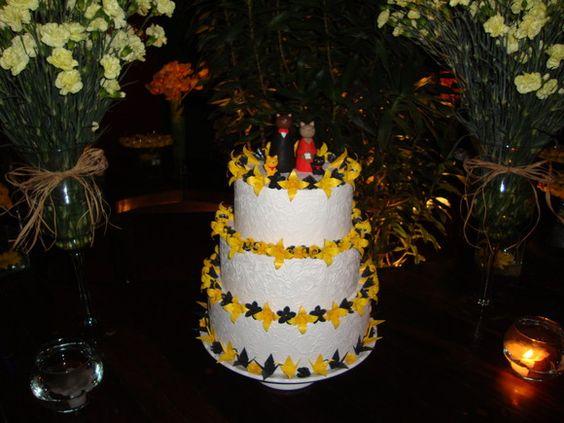 Bolo de casamento falso decorado com flores de papel (origami) feitas com papel especial. Cores e modelos personalizados.