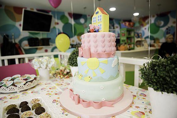Bolo da Peppa Pig do aniversário da Mia de 3 anos por @morethanacake_malta