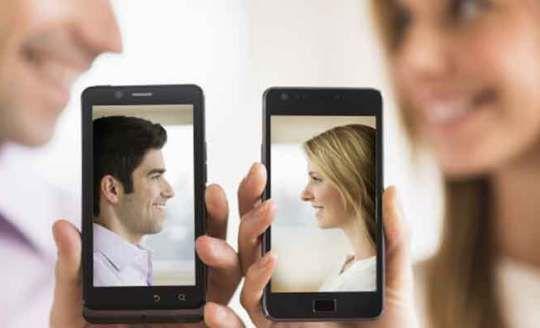 كيف اعرف انه يحبني من كلامه في الهاتف هذه 6 علامات تدل على الحب Online Marriage Funny Dating Memes Best Dating Apps