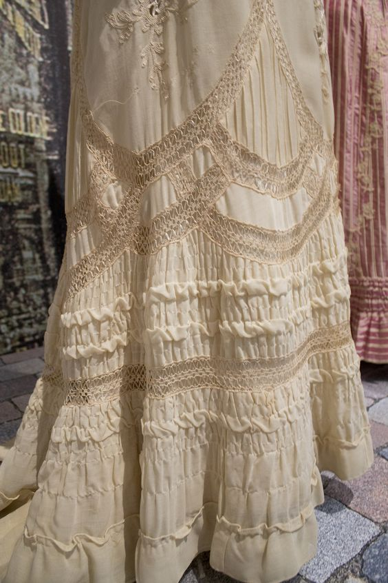 Gemeentemuseum the Hague exhibition on 19th century fashion - Edwardian Dress skirt detail