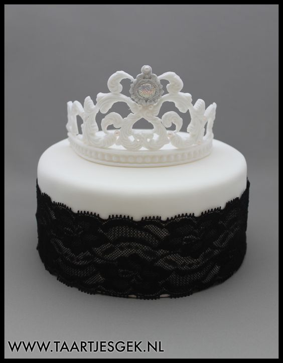 Black and White Tiara Cake by Taartjesgek!