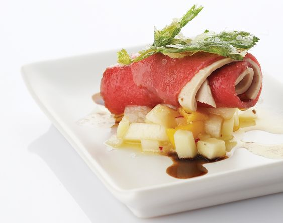 Recept cannelloni van rundvlees, ganzenlever, salsa van zuur en zoet en tempura van selder