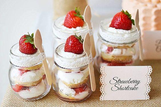 Shots de cake frutilla