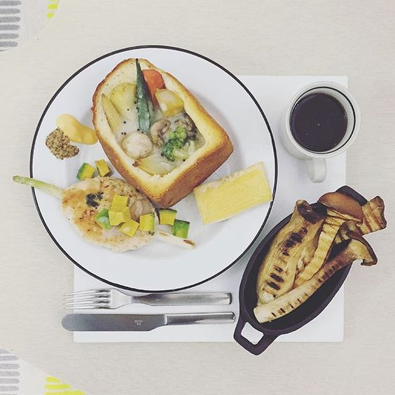 . good morning mooooooonday :-目))) . #goodmorning #morning #breakfast #yummy #goodfood #instafood #onthetable  #homemade #foodie #foodstagram #foodphotography #foodphoto #yum #2eat2gether #top_food_of_instagram #S_S_iloveBreakfast #朝食 #早餐 #朝ごパン #creamstew #toastbox #烘培 #baking #奶油燉菜 #奶油燉菜吐司盒 #烘培  #S_S_iloveBaking #クリームシチュー