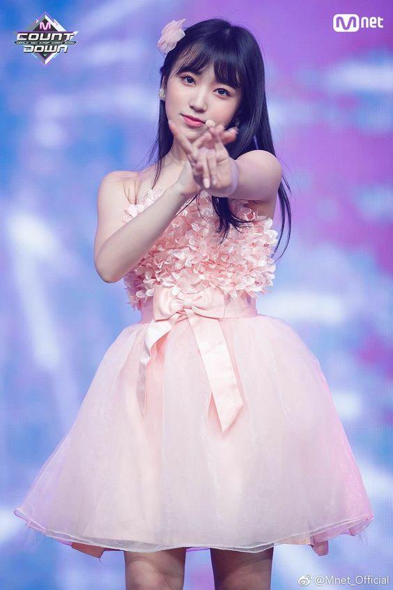 ピンクドレスの矢吹奈子