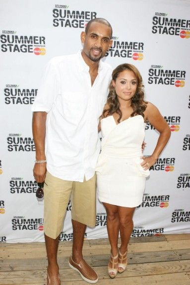 Singers dating nba players