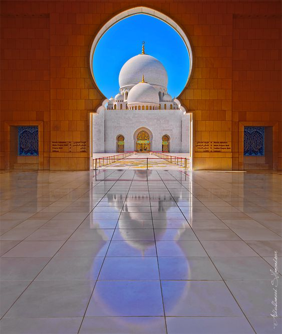 Photo by: Abdulhameed Shamandour  Location: Abu Dhabi, UAE    This mosque has been designed by Mr. Moutaz Halabi