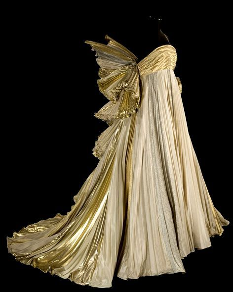 The gold lamé is a bit too Iron Man... Something more delicate like sequins perhaps, for me