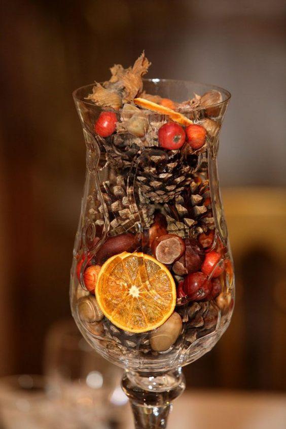 herbstsymbole in einem glas