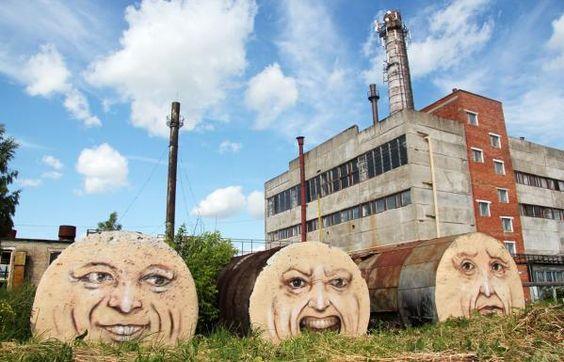 Três arte de rua rostos pintados por Nikita Nomerz em Perm, na Rússia