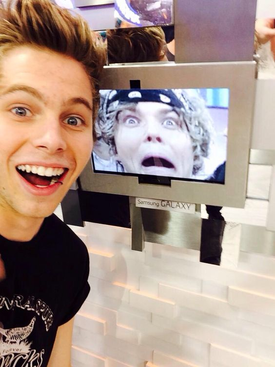 #5sos #LukeHemmings #AshtonIrwin