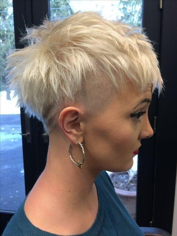 Undercut Frisuren Fur Frauen 2018 2019 Frisuren Stil Haar Trend Frisuren Haarmodelle Haarschnitt Haarschnitt Kurz Pixie Haarschnitt