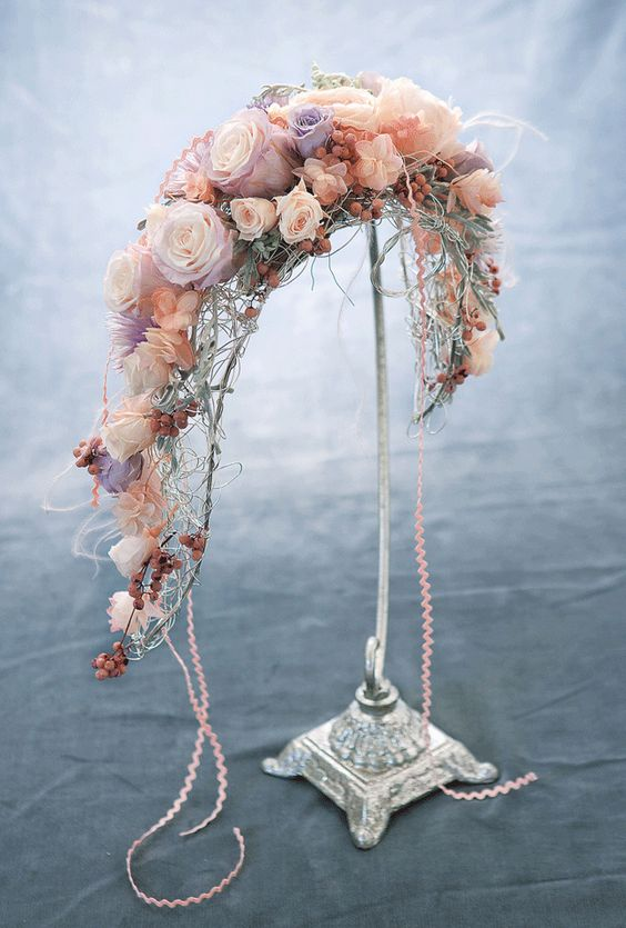 Wired crescent bouquet holder 1950 39 s what goes for Crescent bouquet