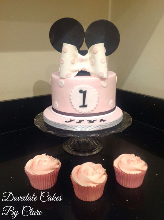 Mini mouse cake with matching cupcakes