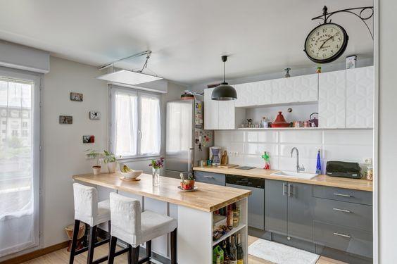 Une cuisine moderne avec des portes de placards origami et for Bar americain pour cuisine