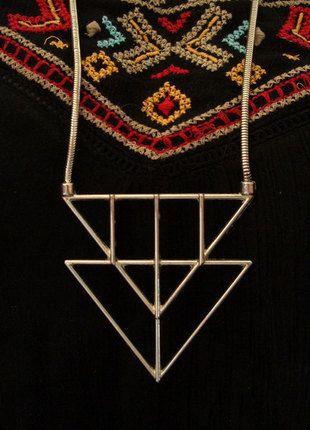 Kaufe meinen Artikel bei #Kleiderkreisel http://www.kleiderkreisel.de/accessoires/ketten-and-anhanger/136096841-geo-kette-mit-dreieck-mustern