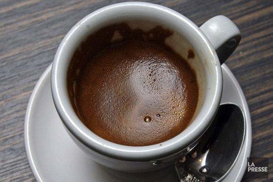 Boire son café ou thé très chaud peut causer un cancer de l'oesophage | La Presse