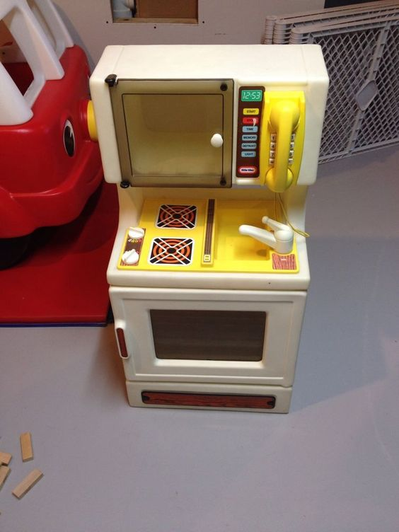 Vintage Child Size Little Tikes Oven Sink Stove Microwave