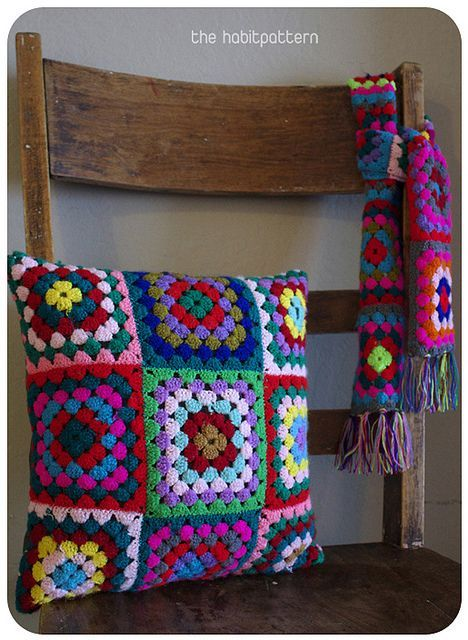 granny square pillow: