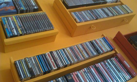 cassetti recuperati a uso libreria. completamente restaurati e dipinti a mano