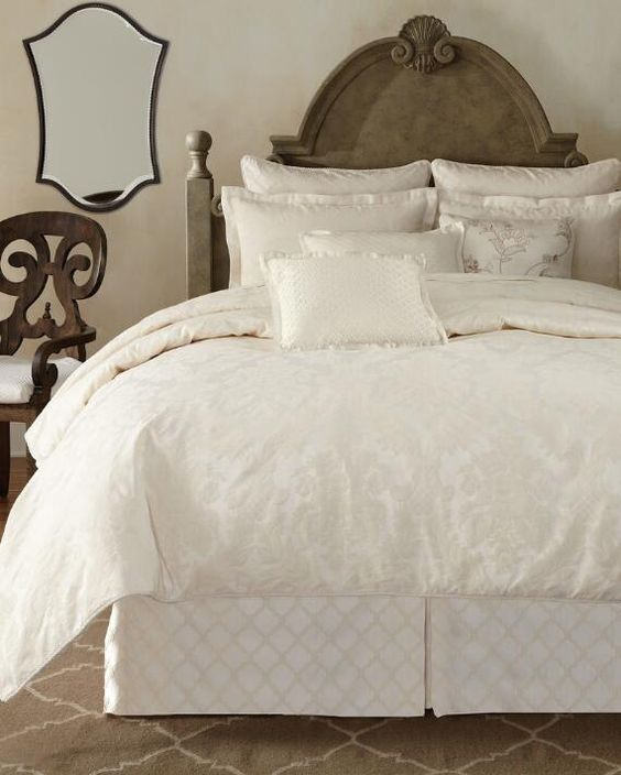 Grandeur Comforter Set
