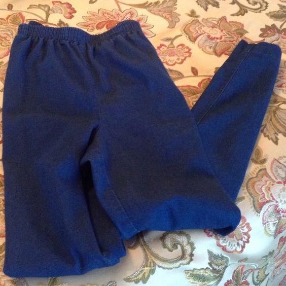 "Alfred Dunner Jeans Elastic waist.  Side slit pockets - in excellent shape.  Inseam -26"" Alfred Dunner Jeans"