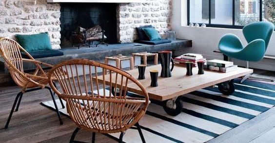 Ambiance chaleureuse et vintage, mélange de la pierre et du bois, siège Tulipe Arne Jacobsen