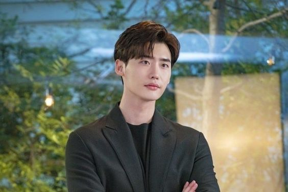 Lee Jong Suk's Character Revealed In First Preview For Upcoming Romantic Comedy