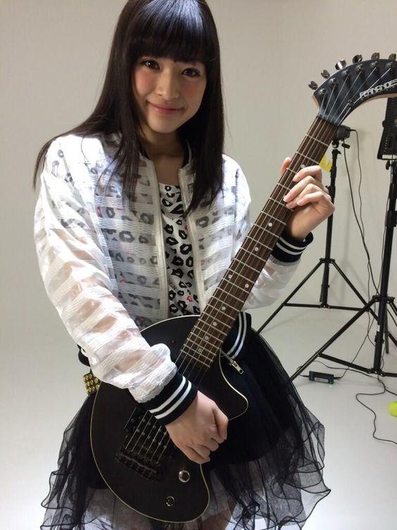 ギターと菅野莉奈