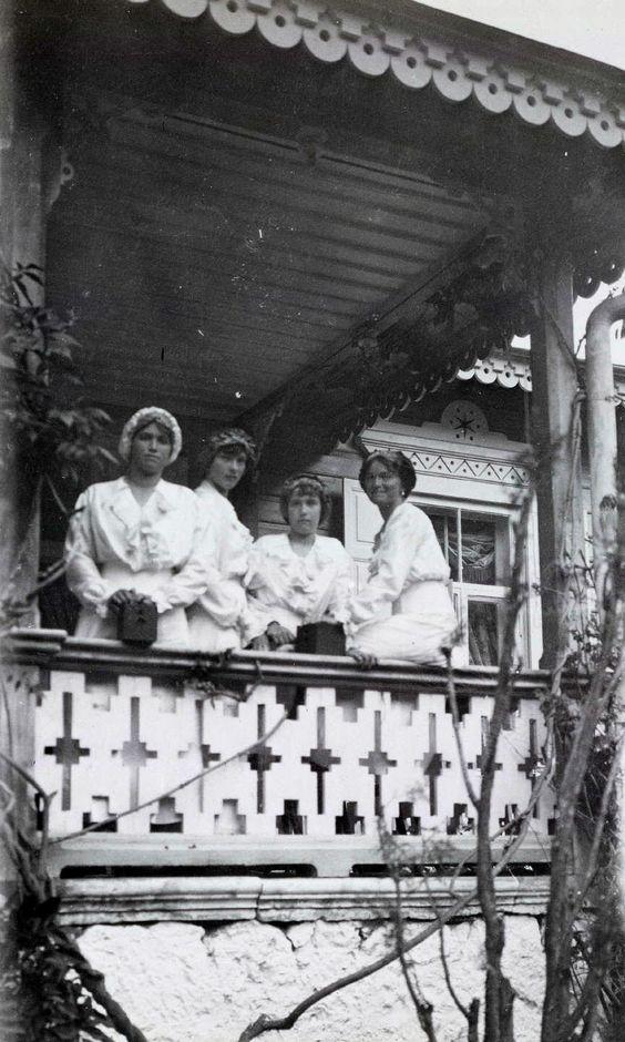 Grand Duchesses Olga, Tatiana, Maria, and Anastasia Ni.kolaevna of Russia at Livadia in 1914,  So beautiful:
