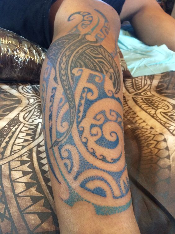 blue dot work in a polynesian stylie by samuel shaw tats. Black Bedroom Furniture Sets. Home Design Ideas