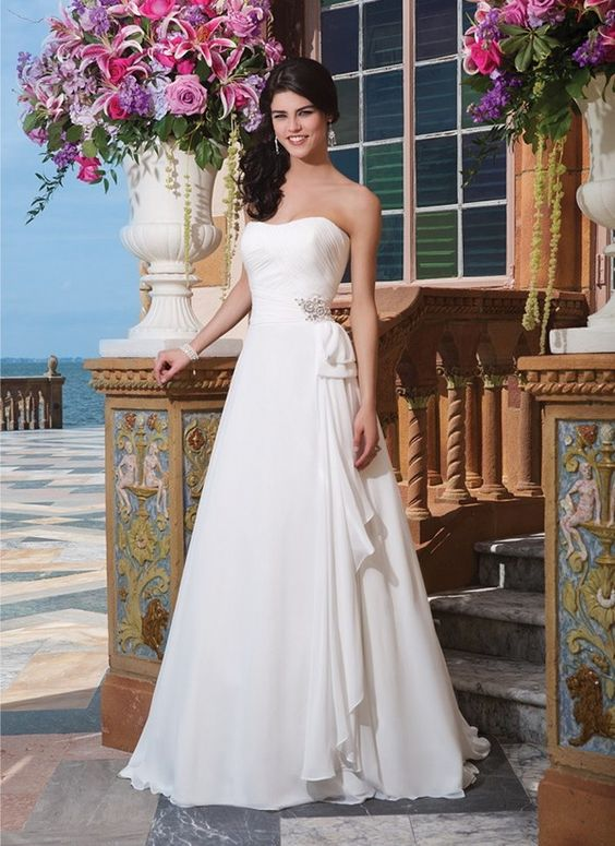Chiffon A-line dress adorned with a sweetheart neckline