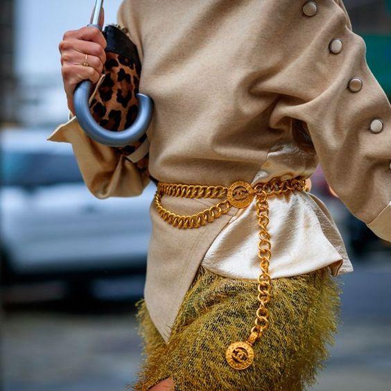 La ceinture à chaîne, l'Accessoire de 2020. L'accessoire Has Been devenue incontournable !